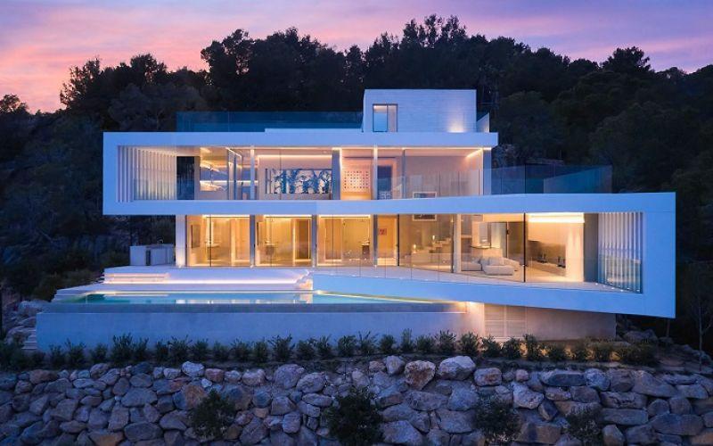 Biệt thự hình học đẹp mắt ở Mallorca với mặt tiền bằng kính