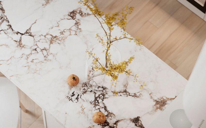 Tâm trạng nhẹ nhàng và ấm cúng với đá cẩm thạch trắng và gỗ