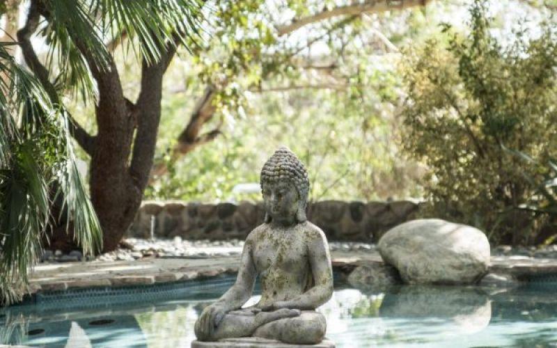 Trang trí cho không gian thiền yêu thích của bạn với bức tượng Phật