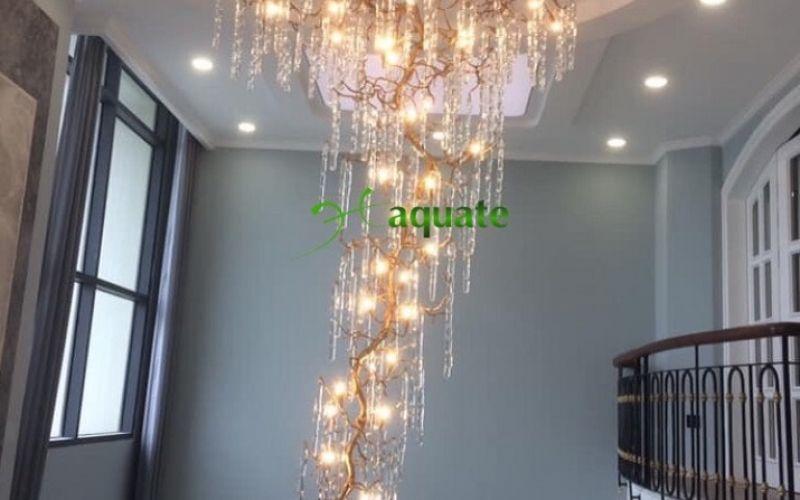 Cây Tuyết Tan đèn chùm đồng pha lê thông tầng lắp tại Penthouse