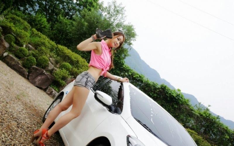 Ngắm người mẫu xinh đẹp rửa xe chơi tết