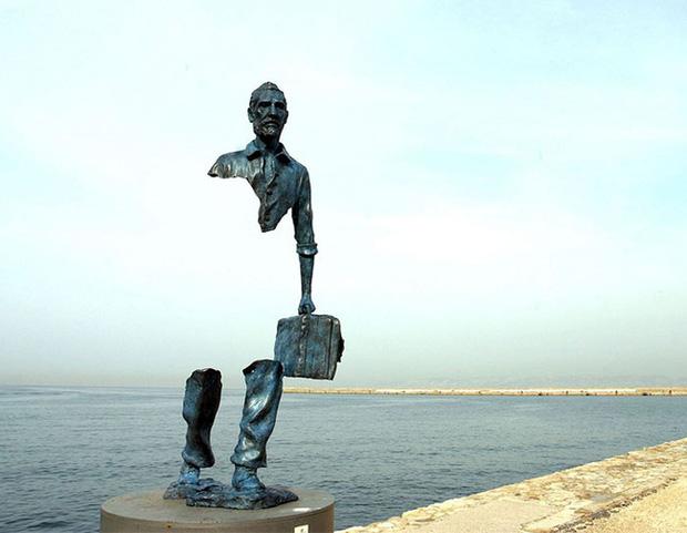 bức tượng đồng vô hình