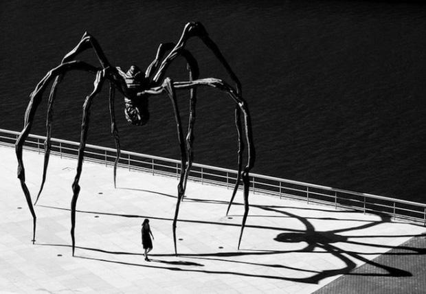 bức tượng nhện đồng